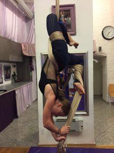 Aerial Silks Beweglichkeit Kontakt